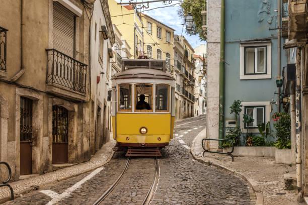 a public transport tram in lisbon - eletrico lisboa imagens e fotografias de stock