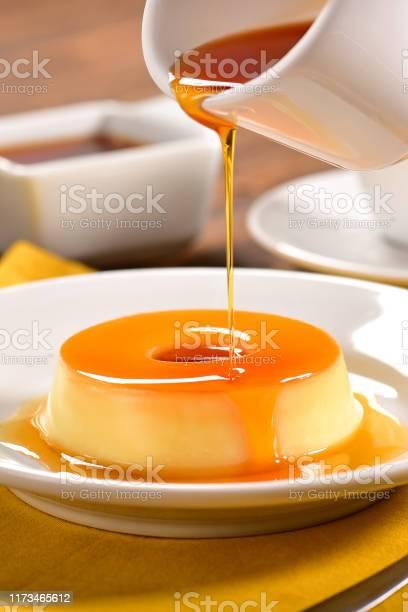 Pudding - Fotografias de stock e mais imagens de Amarelo