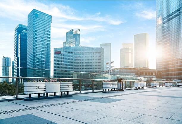 stadtteil pudong, shanghai - fußgängerzone stock-fotos und bilder