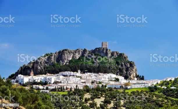 Pueblo blanco zahara de la sierra andalusiaspain picture id914589534?b=1&k=6&m=914589534&s=612x612&h=1tlw bauygyvfryestv23uicphp0rztan3eclqxlarm=