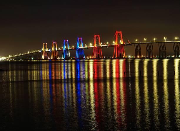 puente rafael urdaneta noche luz - maracaibo fotografías e imágenes de stock