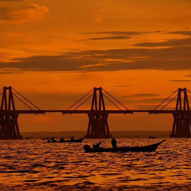 puente sobre el lago de maracaibo - maracaibo fotografías e imágenes de stock