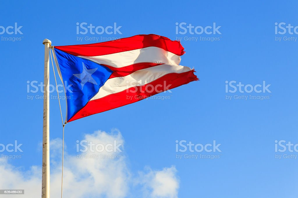 Puerto Rican flag against a blue sky - foto de stock