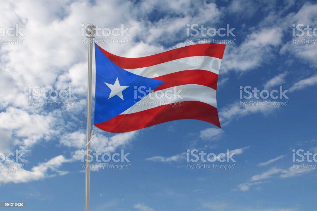 Puerto Rico bandera ondeando en el cielo - foto de stock