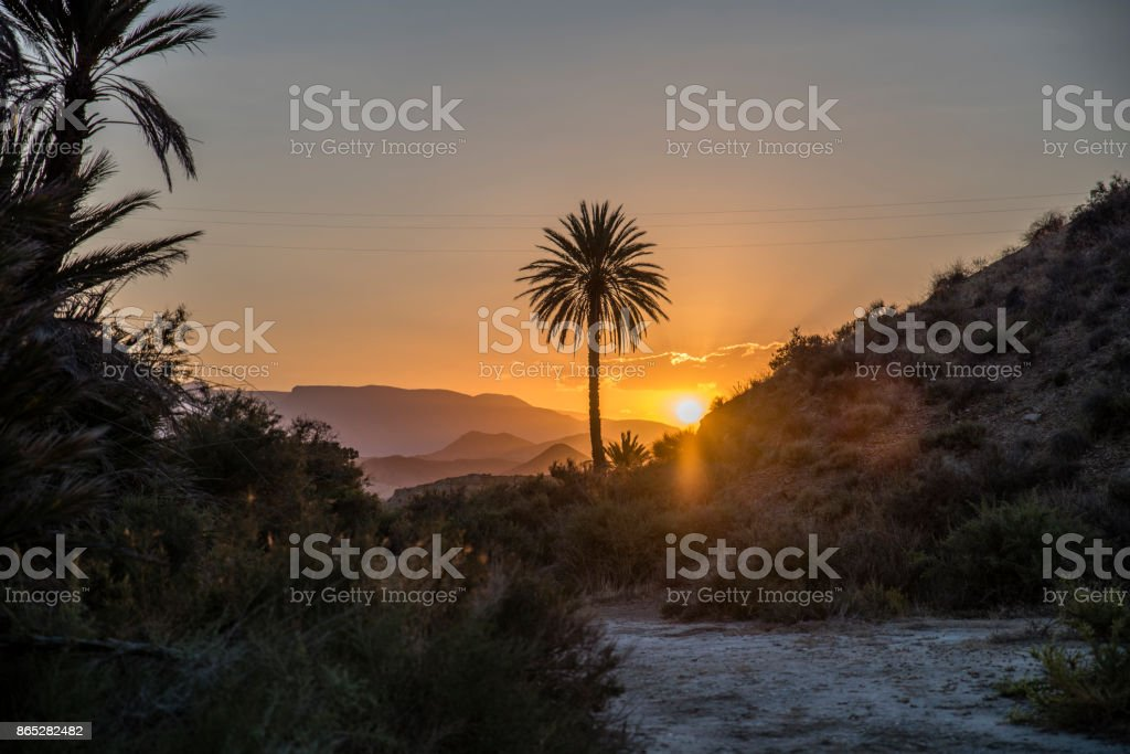 puesta de sol en el desierto de tabernas stock photo
