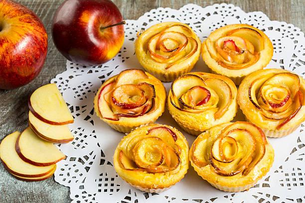 puff apple shaped roses muffins - rosentorte stock-fotos und bilder