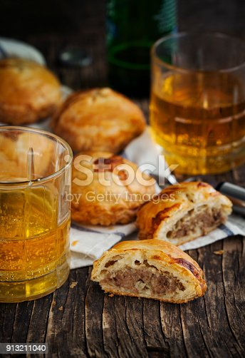 istock Puff pastry pies with mince meat 913211040