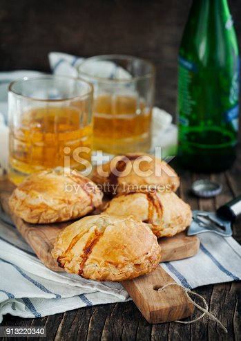 istock Puff pastry pies with mince meat 913220340