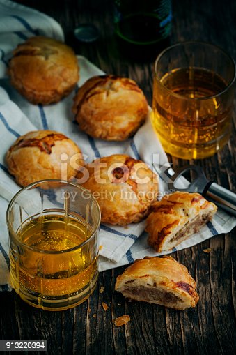 istock Puff pastry pies with mince meat. Toned image 913220394