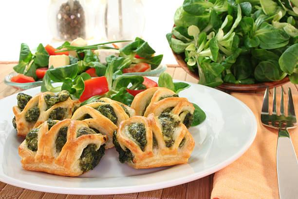 Blätterteig mit Spinat und Käse-Füllung – Foto