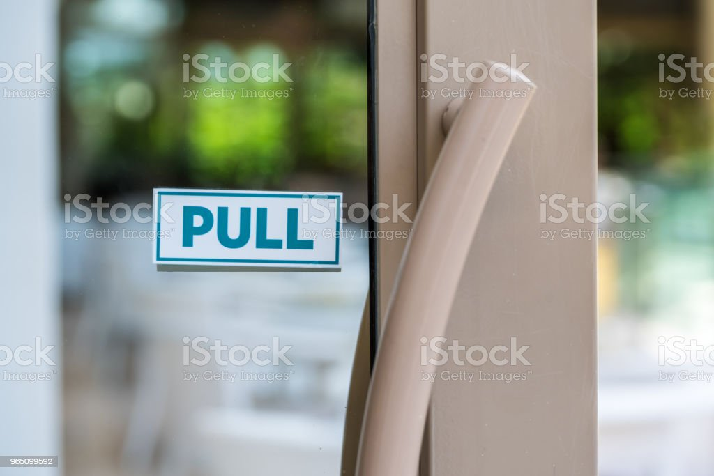 pull the door sign on glass door zbiór zdjęć royalty-free