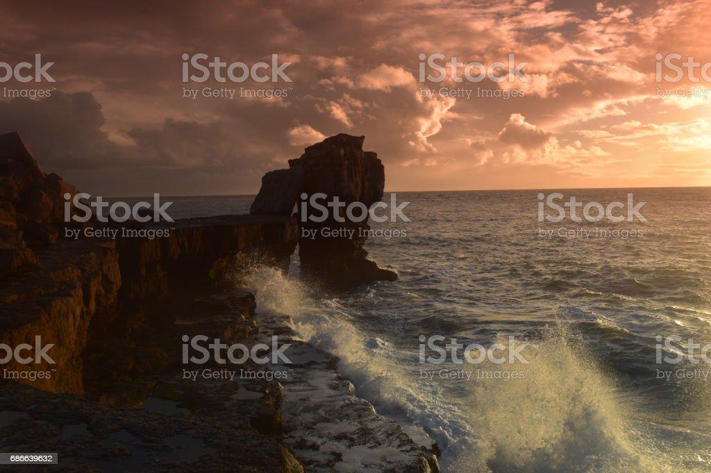Pulpit Rock at Sunset Portland Bill Dorset England foto de stock libre de derechos