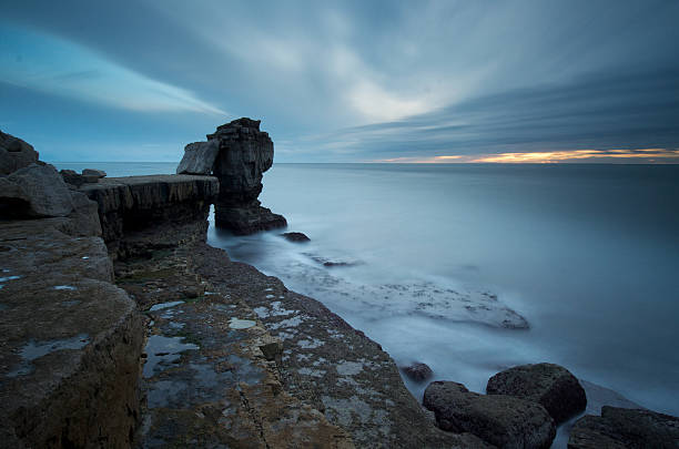 pulpit rock, isle of portland, dorset, england. - pulpit rock dorset stock photos and pictures