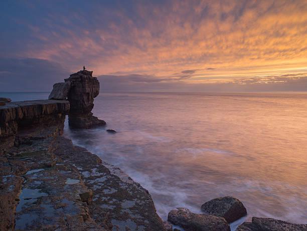 pulpit rock, portland bill sunset on dorset jurassic coast - pulpit rock dorset stock photos and pictures