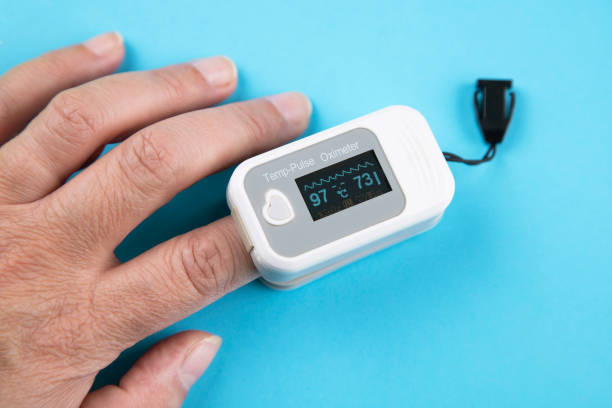 Pulse Oximeter Pulse Oximeter portable digital device to measure person's oxygen saturation saturated color stock pictures, royalty-free photos & images