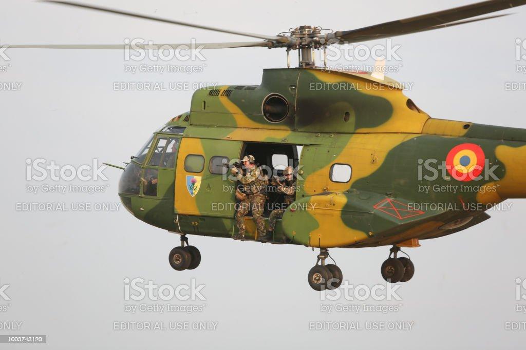 Prend 330 De À Un Libre Sa Photo Puma Hélicoptère Droit Part y8nwm0vNO