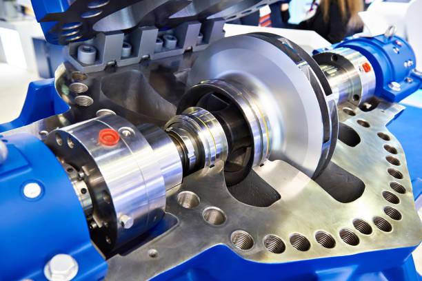bomba principal para a produção de óleo na seção - equipamento industrial - fotografias e filmes do acervo