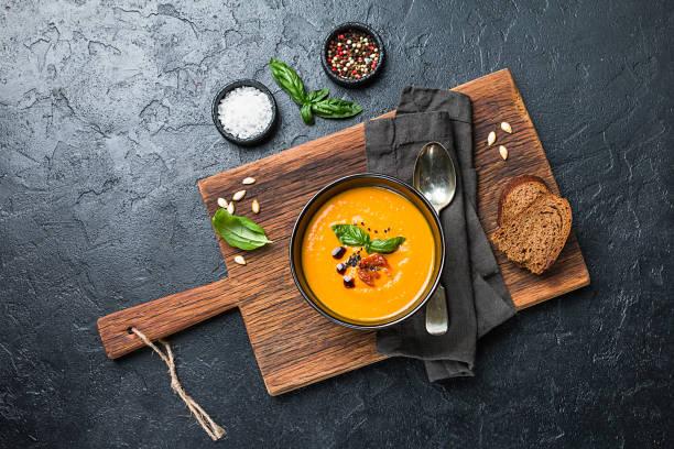 Kürbis- und Karottensuppe – Foto