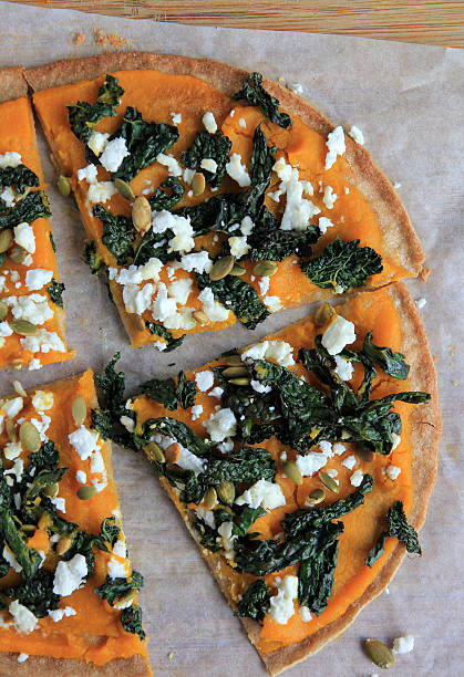 Calabaza queso Queso feta Col rizada Pizza - foto de stock