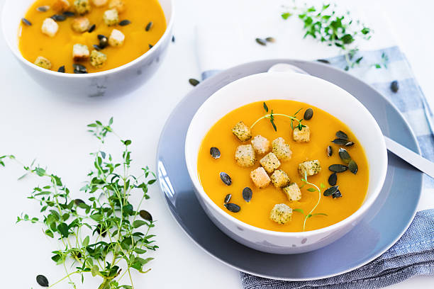 Pumpkin soup served with croutons and pumpkin seeds – Foto
