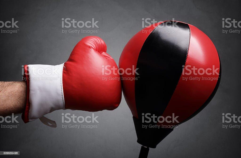 Stanzen roten Boxsack Lizenzfreies stock-foto