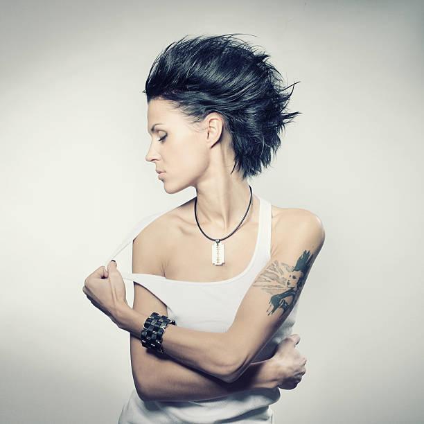 punk-mädchen - tattoos frauen arm stock-fotos und bilder