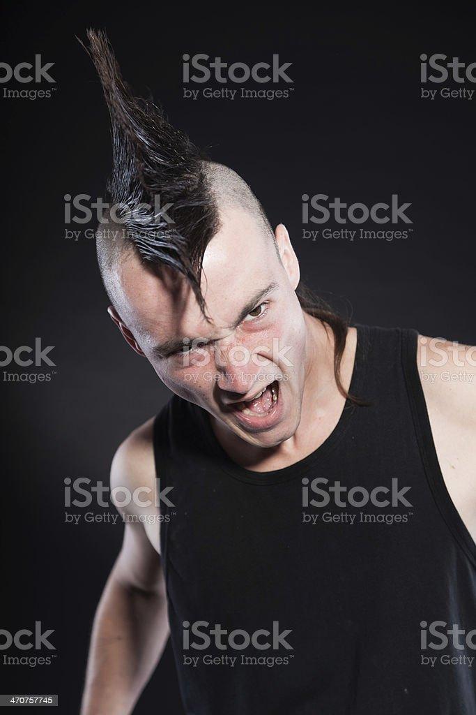 Coupe de cheveux pour hommes avec des Г©lГ©ments mohawk