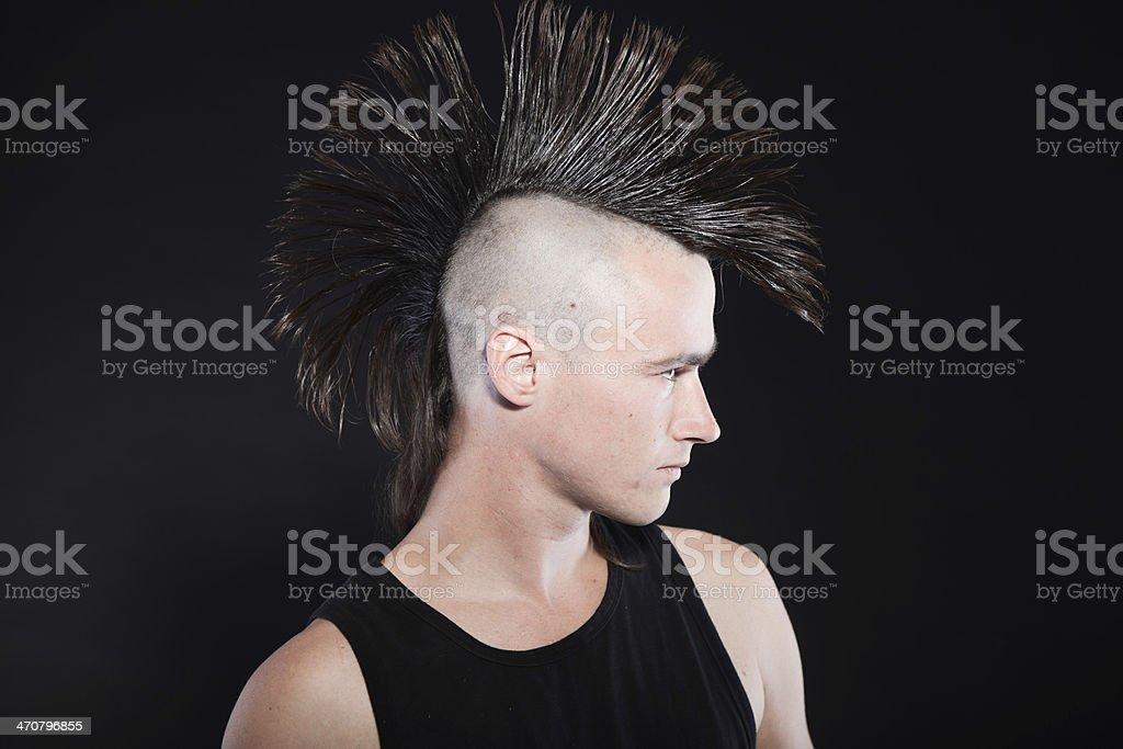 Foto De Punk Homem Com O Estilo Mohawk Corte De Cabelo