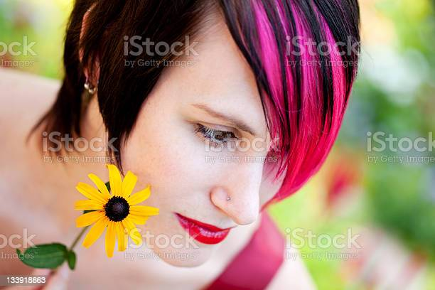 Punk Modell Mit Blume Stockfoto und mehr Bilder von Blume