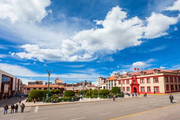 プーノ市内中心部 - プノ ストックフォトと画像