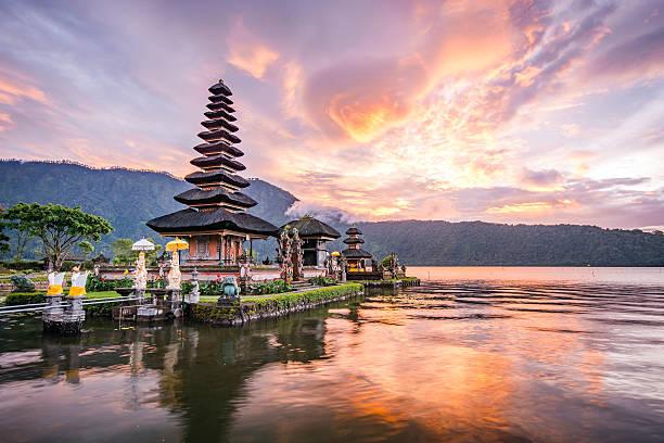 pura ulun danu bratan at bali, indonesia - tapınak stok fotoğraflar ve resimler