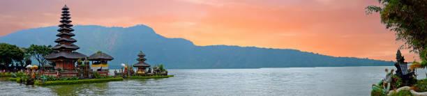 pura ulun danu bratan, hindu temple on bratan lake, bali, indonesia - kultura indonezyjska zdjęcia i obrazy z banku zdjęć