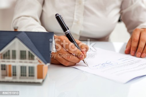 istock Purchase agreement for hours with model home 836251910