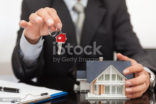 828544458istockphoto Purchase agreement for house 865352426
