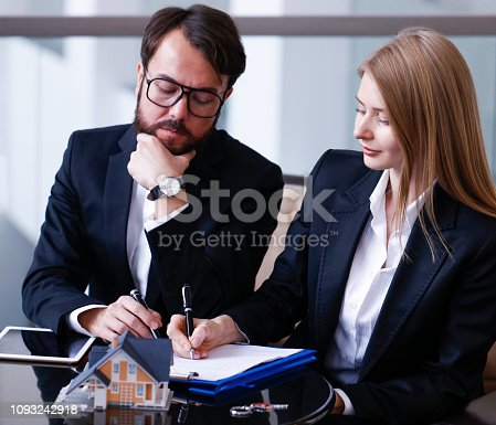 475902363 istock photo Purchase agreement for new house 1093242918