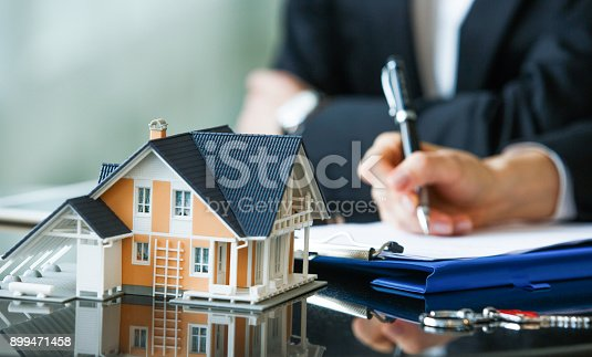 istock Purchase agreement for new house 899471458