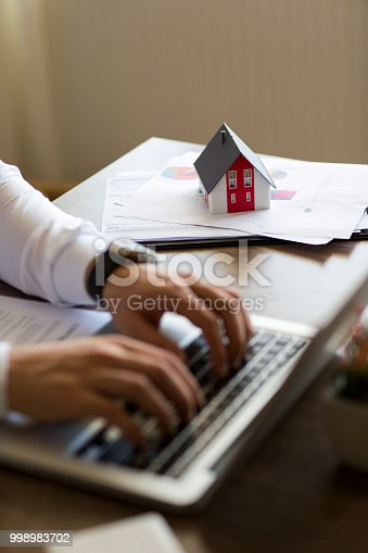 475902363 istock photo Purchase agreement for new house 998983702