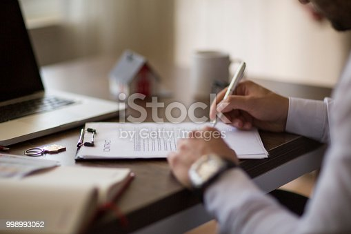 475902405istockphoto Purchase agreement for new house 998993052