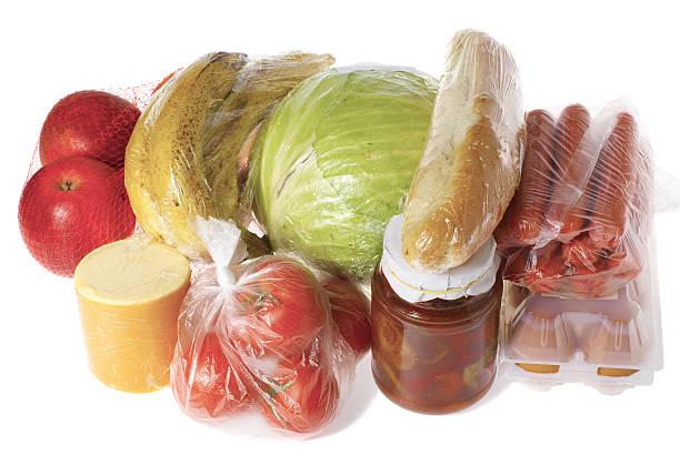 kauf eingewickelt raw food isoliert - veggie wraps stock-fotos und bilder