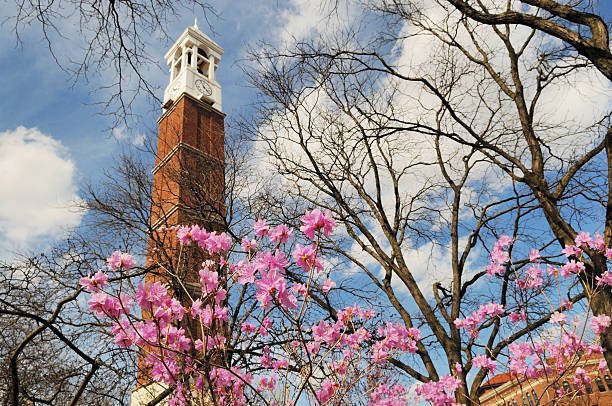 purdue university campus bell tower und blumen im frühling - purdue university stock-fotos und bilder