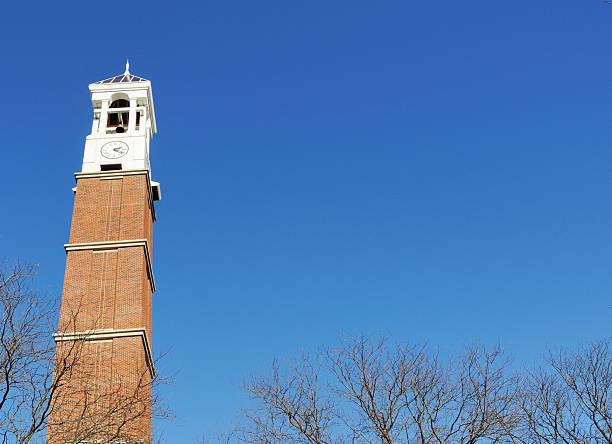 purdue university campus glockenturm - purdue university stock-fotos und bilder