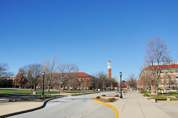 purdue university campus im herbst - purdue university stock-fotos und bilder