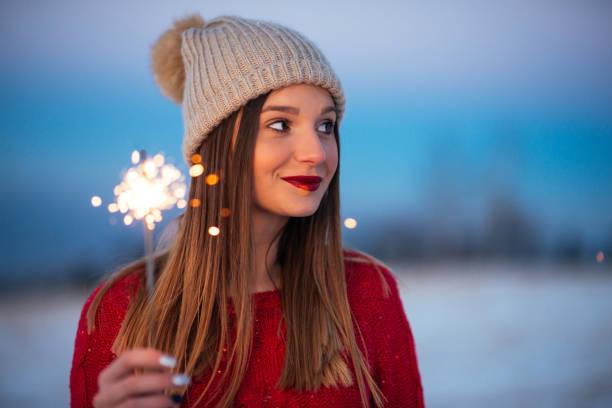 reine weihnachtszauber - erfolgreich wünschen stock-fotos und bilder