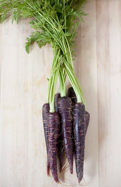 purple karotten - lila waffe stock-fotos und bilder
