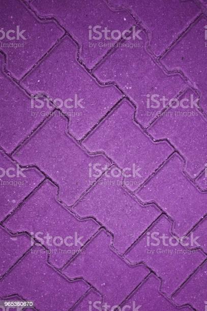 콘크리트 타일 바닥 벽 울타리를 보라색 0명에 대한 스톡 사진 및 기타 이미지
