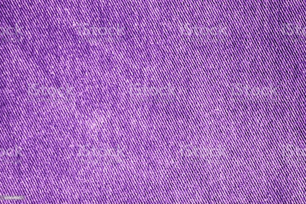 Púrpura detallado closeup de mezclilla grunge en blanco. Vintage jeans gris oscuros, bueno para fondo. - Foto de stock de Abstracto libre de derechos