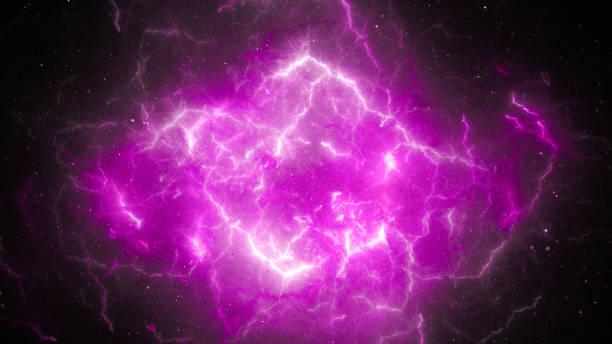 lila glühende, hohe energie-blitze - lila waffe stock-fotos und bilder