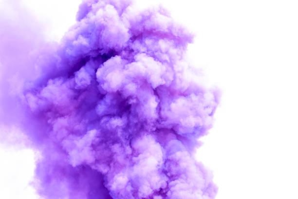 lila rauch wie wolken hintergrund, bombe rauch hintergrund. - lila waffe stock-fotos und bilder