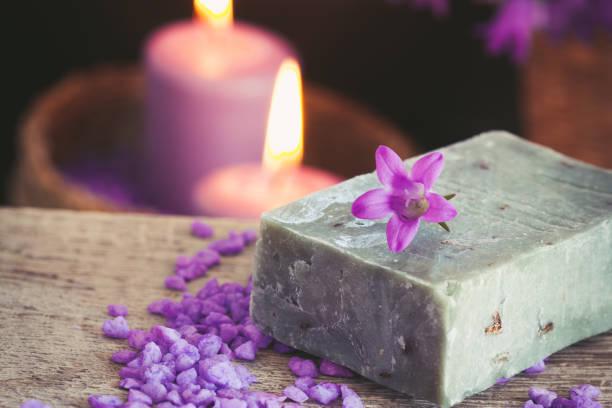 purple spa setting - cro maske stock-fotos und bilder