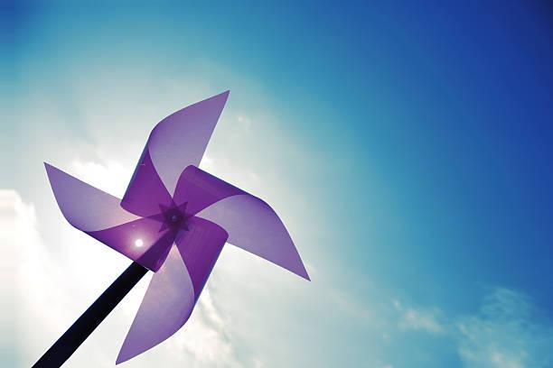 Blauer Himmel und Windmühle – Foto